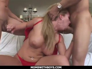 MomsWithBoys – Sexy Blonde MILF Aline Anal Fucking Two Hard Cocks