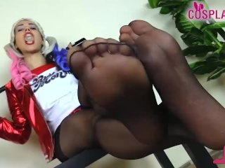 Harley Quinn wears black pantyhose and gives a footjob to her baseball bat
