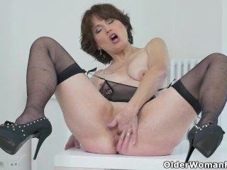 Euro milf Angelina turns up the heat on the sofa