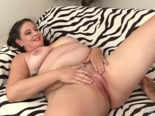 Chunky Slut Kailie Raynes Slides Her Pussy up and down a Fat Cock