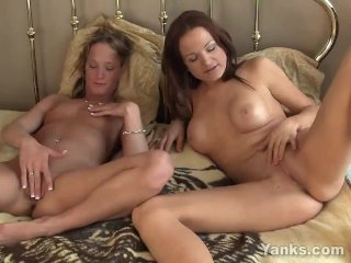 Lesbians Janessa And Jewles Masturbating