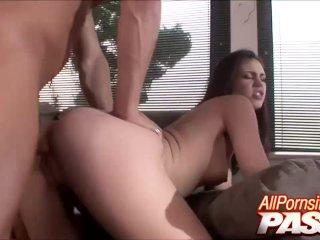 Faith Leon Shows The Way To Fuck
