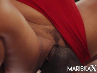 MARISKAX Valentina Ricci ass fucked by the pool guy