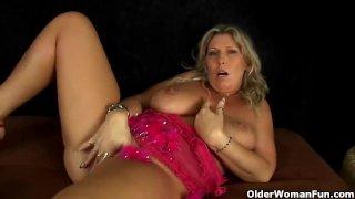 Mature mom wth big tits masturbates