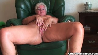 Full figured granny gives old pussy a workout