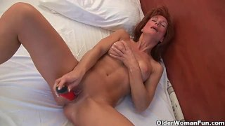 53 year old granny dildoing her old pussy