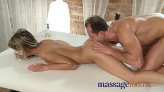 Massage Rooms - Horny young girls give bj