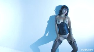 Dana Vespoli teases you with her perfect body