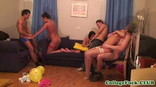 College teens pussyfucking at party in dorm