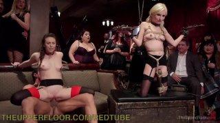 Пипер Пэри превратилась в секс рабыню