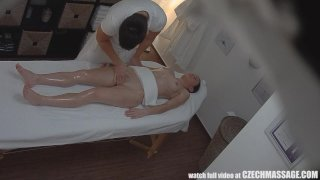 Czech Amateur Girl Surprised from Pussy Massa