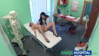 FakeHospital Сексуальная горячая медсестра совращает пациента