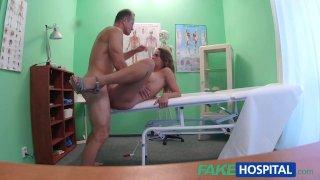 FakeHospital доктор трахает шалунью на собеседовании