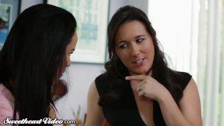 Sweetheart Megan Rain wants Lesbian Lovin