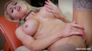 Slim and chiseled Alix Lynx worships her own pussy