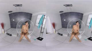 REALJAMVR - AMAZING BABE PLAYS IN SHOWER