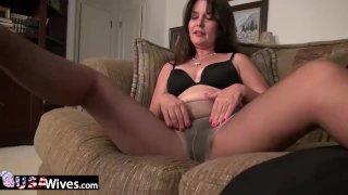 USAwives Horny Mom Lori Leane Solo