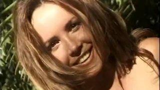 Outdoor MILF Vixen Masturbation