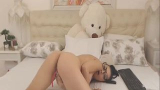 Nerdy Babe Finger Fucked Her Pussy on Cam