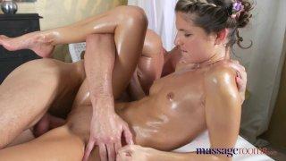 Massage Rooms - Миниатюрная Джина Джерсон принимает два больших члена в свою маленькую узкую дырку