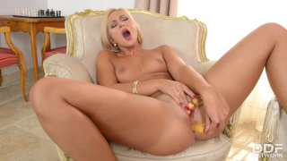 Blonde beauty magnifique Tracy Lindsay DP masturbation