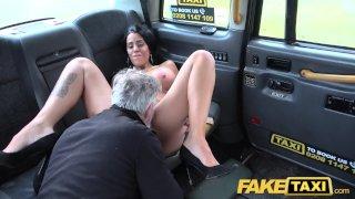 Fake Taxi Татуированная с большими сочными сиськами и длинными сексуальными ножками получает в анал