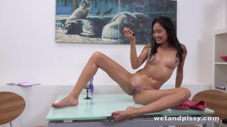 HD Pissing - Naughty Asian gives herself a golden shower