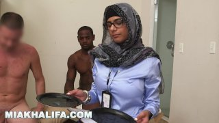 MIA KHALIFA - Does It Matter If You Are Black Or White? I Conduct A Study