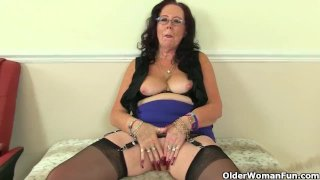 English gilf Elle slides a dildo into her old fanny