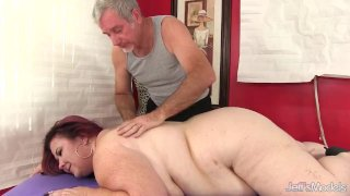 Fat Mature with Huge Natural Boobs Lady Lynn Receives an Orgasmic Rubdown