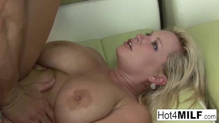 Blonde MILF Rachel Love has great tits