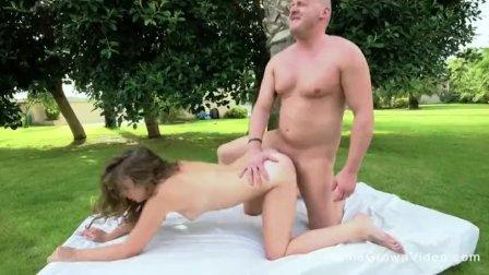 Fucking an adorable blonde in the backyard