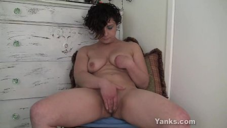 Yanks Ahna Loves Her Pussy