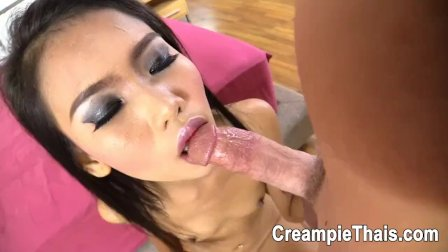 Super hot Thai girl takes cock and creampie happily