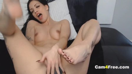Seductive Babe Cums After a Hot Pussy Play