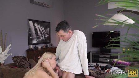 DADDY4K. Junge schläft ein und weiß nichts über alten und jungen Sex