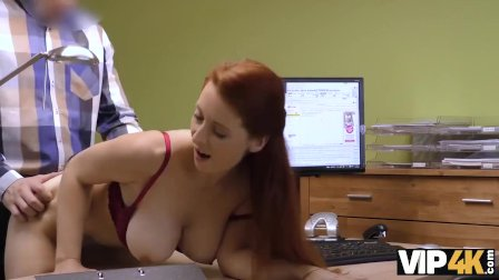 VIP4K. Isabella dà la sua vagina rasata per scopare per ottenere un grosso