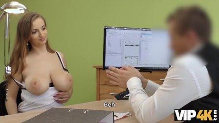 VIP4K. Troia scopa con un agente di prestito per riparare la macchina del m