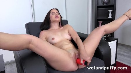 Stunning Horny Pumps Her Perfect Pussy