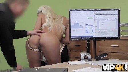 VIP4K. Chick quiere abrir una tienda en línea, ¿por qué folla por un présta