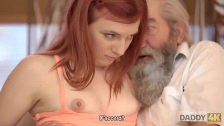 DADDY4K. Chica tierna le gusta mucho ser acariciada por senior barbudo