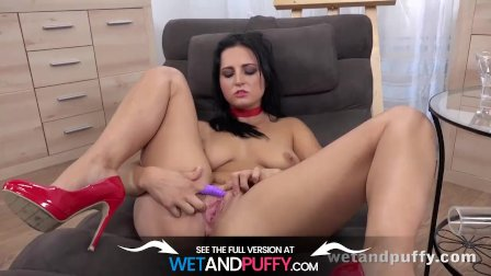 Sexy Brunette Andis Oils Up Her Pussy