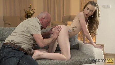 DADDY4K. affascinante adora il sesso fantastico con il vecchio papà del fid