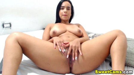 This Gorgeous Columbian Chick Playing Her Pussy