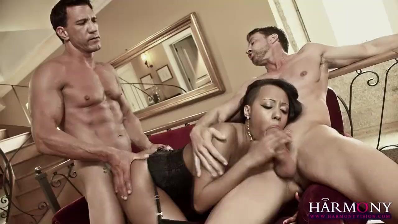 HARMONY VISION Межрассовый Секс Двух Белых Парней с Черной Подругой